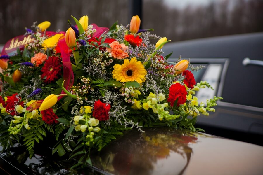 Scegliere i fiori per il giorno del commiato