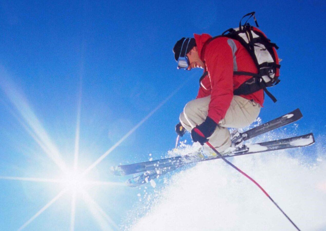 Attrezzatura indispensabile per l'uomo che scia