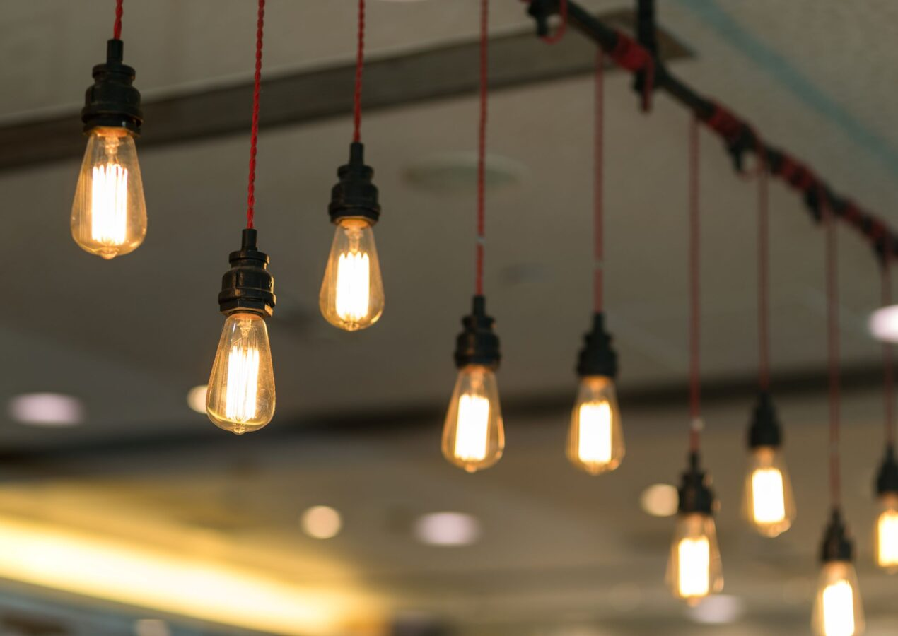 negozio di articoli per l'illuminazione a voghera